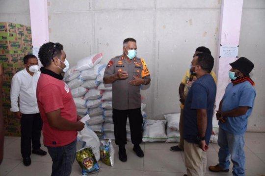 Kapolda Papua salurkan bantuan di posko pandemi corona