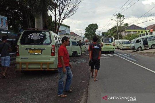 Sopir angkot di Garut minta mobil omprengan ditertibkan