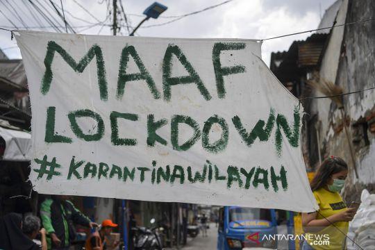 Aksi warga melakukan karantina wilayah mandiri di berbagai daerah