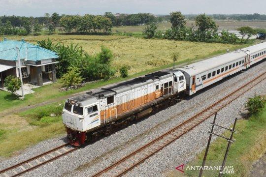Daop Surabaya hentikan seluruh KA penumpang tujuan Bandung dan Jakarta
