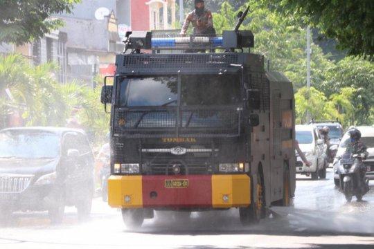 "Polres Pelabuhan Makassar kerahkan ""water canon"" semprot disinfektan"