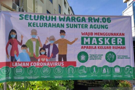 150 spanduk wajib masker dipasang di Sunter Agung