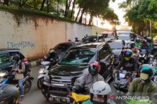 Polda Metro catat jumlah kendaraan turun 21 persen saat PSBB Jakarta