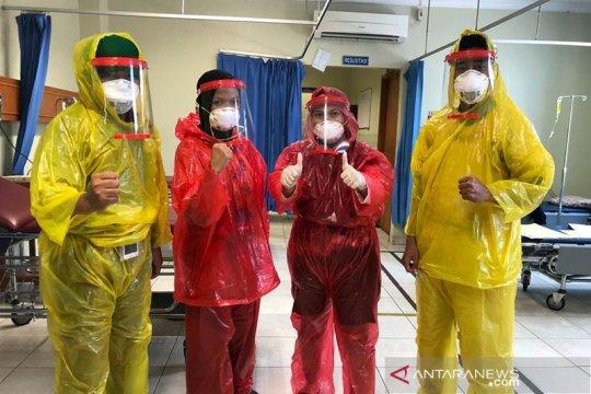 Perusahaan aksesoris di  Riau sumbang ratusan APD untuk petugas medis