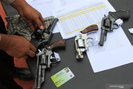 Pemeriksaan senjata api polisi