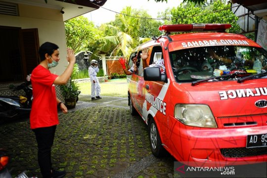Relawan Gibran salurkan 1.000 APD ke 12 rumah sakit