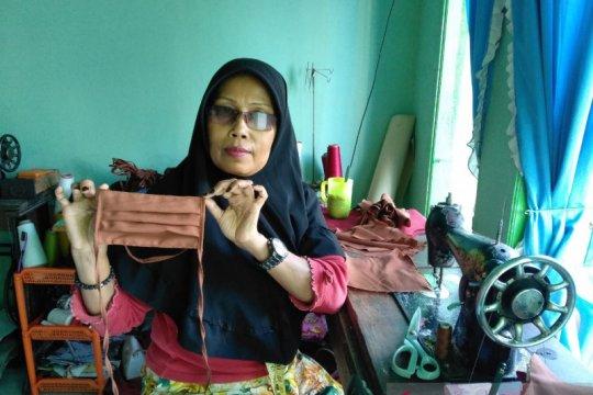 Produksi masker, Dompet Ummat Kalbar berdayakan penjahit binaan