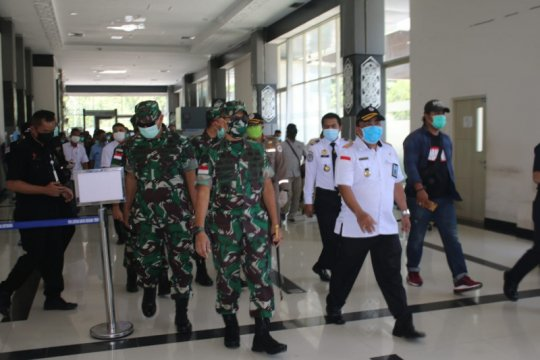 Pangdam XII/Tanjungpura kunjungi Posko COVID-19 di Aruk dan Entikong
