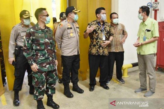 "Petugas gabungan patroli periksa ""physical distancing"" pabrik di Bogor"