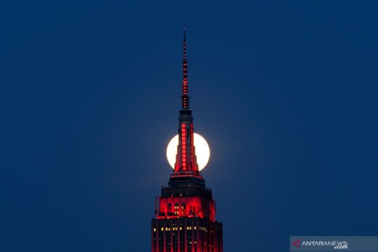 Supermoon dilihat dari New Jersey, AS