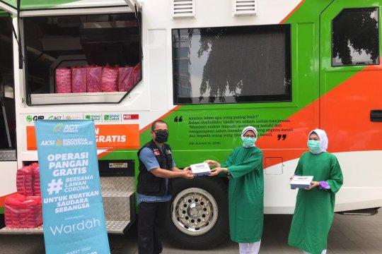 ACT-Wardah bagikan makan gratis untuk tenaga medis