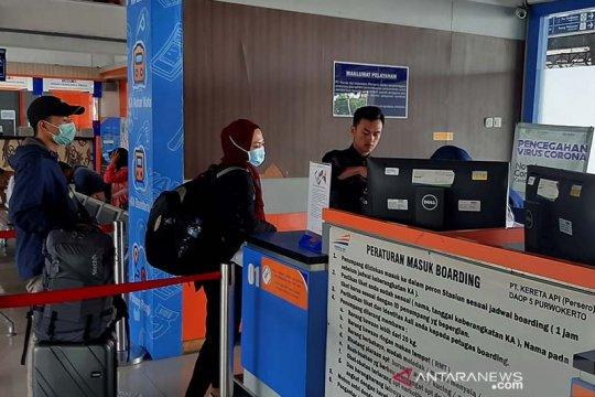 KAI wajibkan penumpang memakai masker di stasiun maupun kereta api