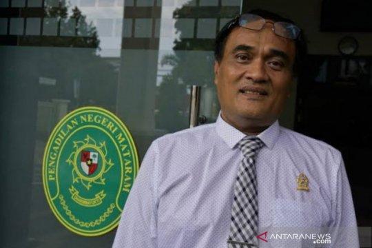 Hakim Mataram alihkan status tahanan dua terdakwa korupsi balai nikah