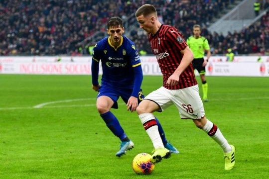 Bek Albania Kumbulla resmi bergabung dengan Roma
