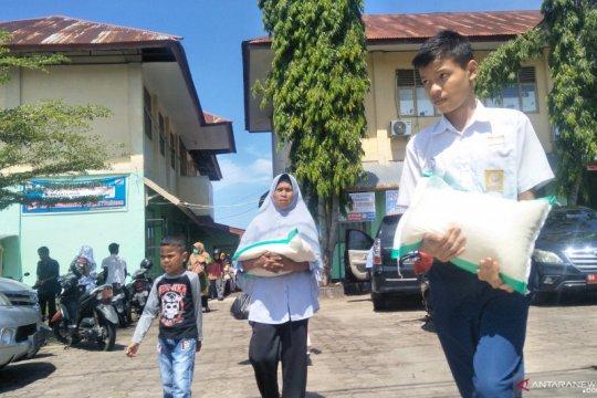 Sekolah di Pariaman bantu keluarga siswa miskin terdampak COVID-19