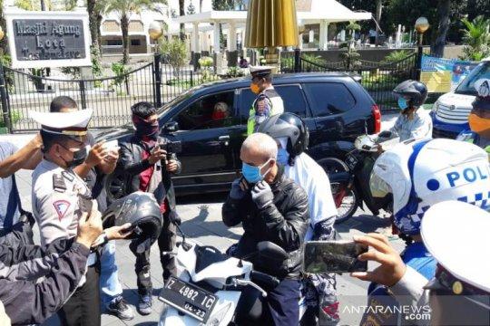 Polisi razia pengendara yang tidak pakai masker di Tasikmalaya
