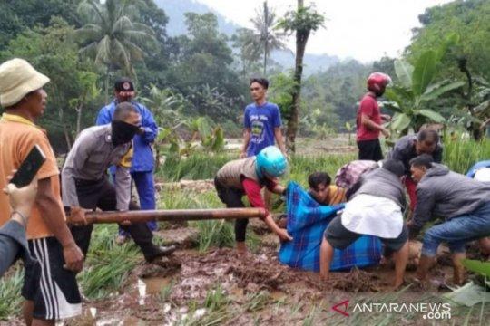 BPBD Cianjur kembali mencari tiga warga hilang terbawa arus
