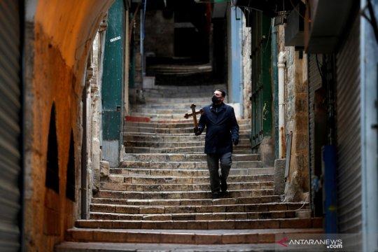 Menyusuri Jalan Kesengsaraan di Kota Tua Yerusalem