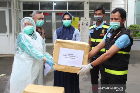 Polres Sukabumi Kota salurkan APD untuk tenaga medis COVID-19