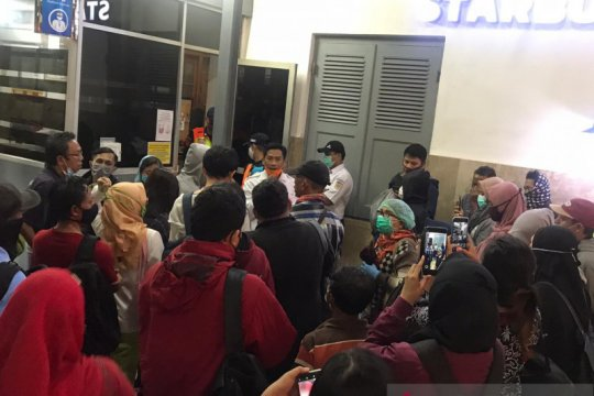 Stasiun Manggarai kerahkan KRL tambahan angkut penumpang telantar