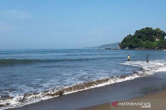 Dua wisatawan Bogor hilang tenggelam di Pantai Karangsari Sukabumi