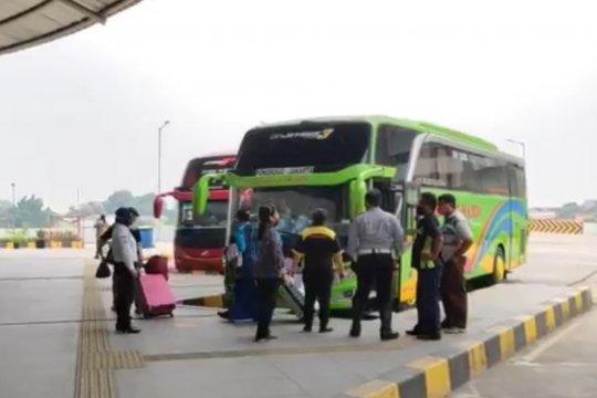 Bus berkapasitas melebihi aturan PSBB tidak diberangkatkan