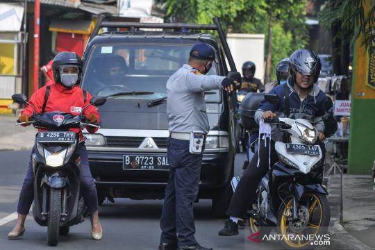 Pengecekan mobilitas warga di perbatasan DKI Jakarta saat PSBB