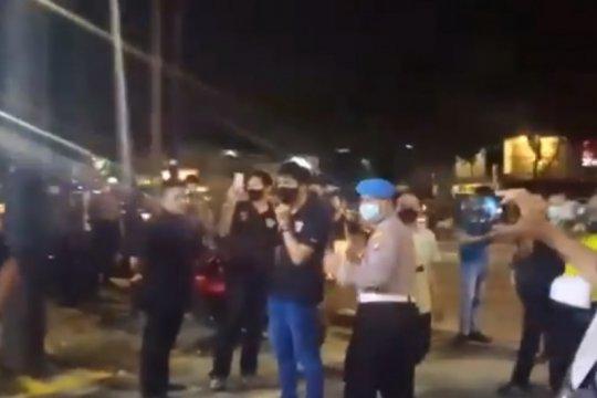 Aparat gabungan bubarkan kerumunan masyarakat di berbagai wilayah DKI