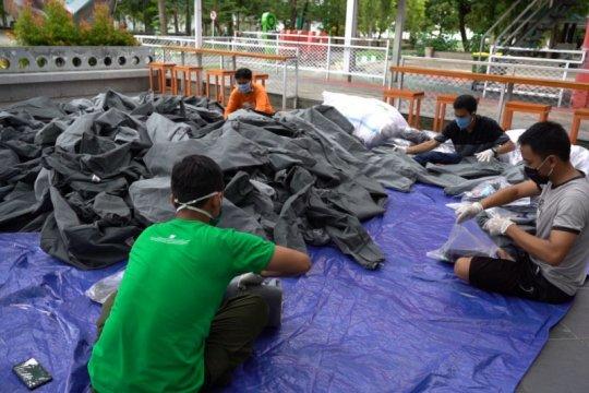 """Relawan FTI UMI """"sterilkan"""" 669 baju APD sebelum didistribusikan"""