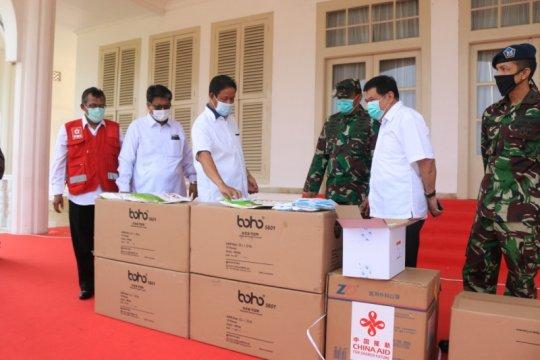TNI AU serahkan 10 ribu APD dan 4.000 masker untuk Kepri