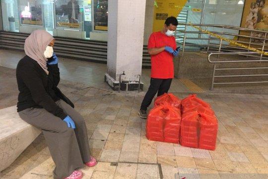 Relawan Muslim KL suplai makanan WNI terisolasi di dua flat