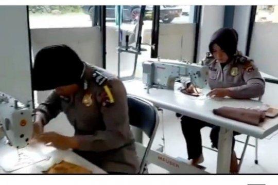 Polwan Solok Selatan buat 1000 masker untuk masyarakat