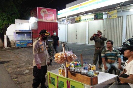 Polsek Kebon Jeruk patroli keliling sisir tempat warga berkerumun