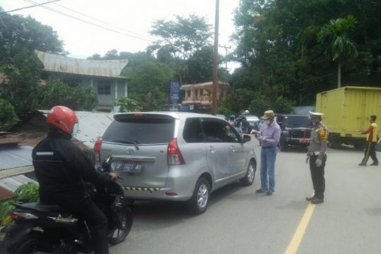 Wabup Tana Toraja ikut bagikan masker untuk cegah COVID-19