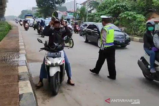 Polisi larang pelanggar PSBB melintas di perbatasan Jaktim