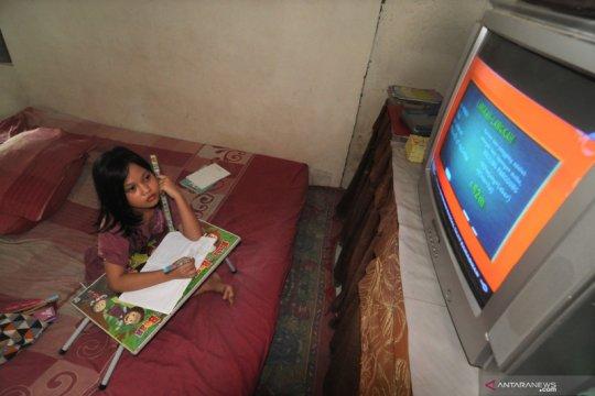 Sekitar dua persen pembelajaran di rumah masih dari sekolah
