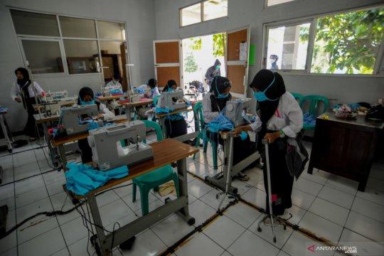 Penyandang disabilitas produksi masker untuk dibagikan gratis ke Puskesmas