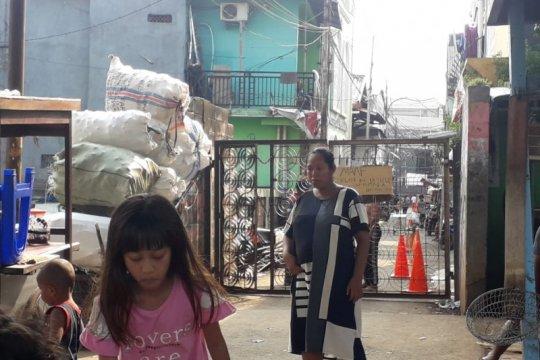 Kelurahan Cipinang Besar tepis aksi pungli selama karantina wilayah