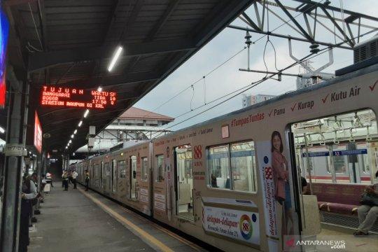 Kereta terakhir dari Stasiun Tanah Abang tujuan Bogor sepi penumpang