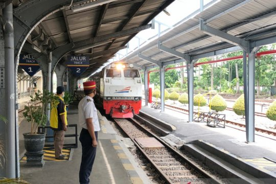 KAI Cirebon batalkan semua perjalanan kereta penumpang