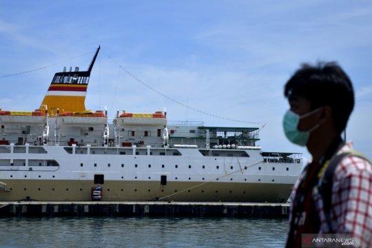 25 kru kapal Pelni dirujuk ke RS karena miliki riwayat penyakit lain