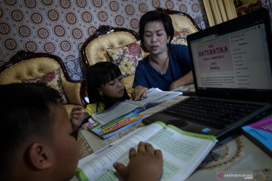 Komunikasi orang tua-guru penting untuk efektivitas belajar dari rumah