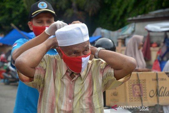 Cegah COVID-19, BNN dan ASPPI Aceh bagikan masker untuk pedagang