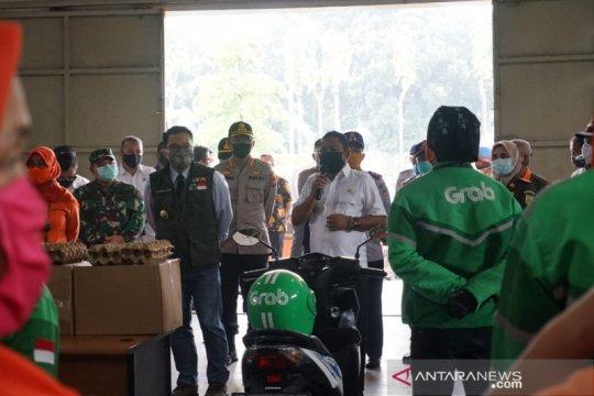 Gubernur tinjau kantor pos Bekasi pastikan bantuan terdistribusi