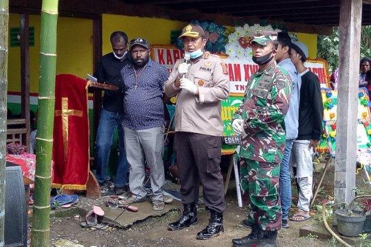 Dua pemuda korban penembakan aparat dimakamkan di Kwamki Lama Timika