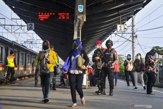 Hari pertama  PSBB Stasiun Bekasi