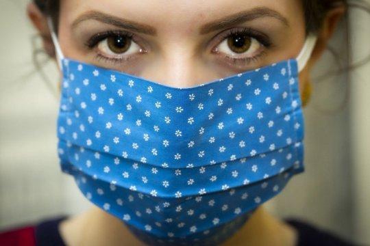 Mengeringkan masker kain tak cukup dengan sinar matahari