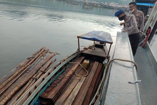 Satpolair Sibolga amankan kapal pengangkut kayu ilegal