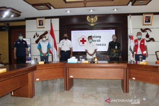 Aetra Air Jakarta salurkan bantuan 20 ribu paket sembako
