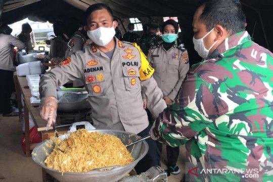 Polres Bangka Barat bersama Kodim 0431 mendirikan dapur umum di Mentok